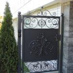 Einflügeltüre mit Rosenmotiv, verzinkt und pulverbeschichtet Patina Moderna