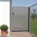 Einflügeltüre mit Lochblechfüllung, verzinkt und pulverbeschichtet grau