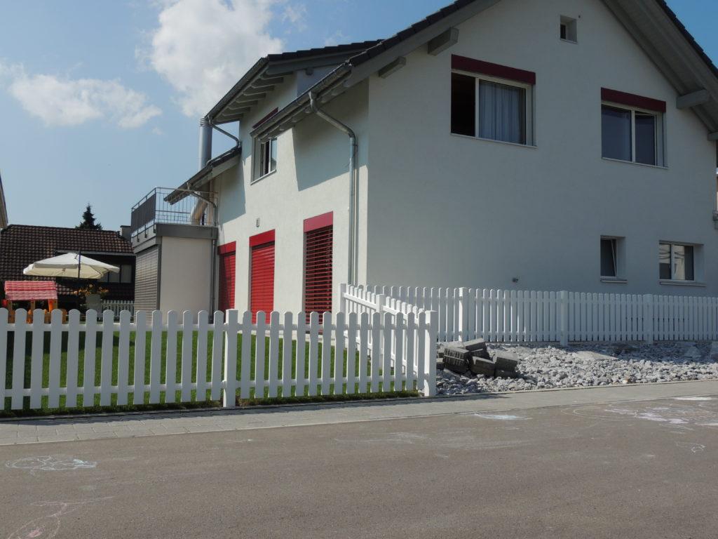 Kunststoffzäune und Tore – Amrein Zäune